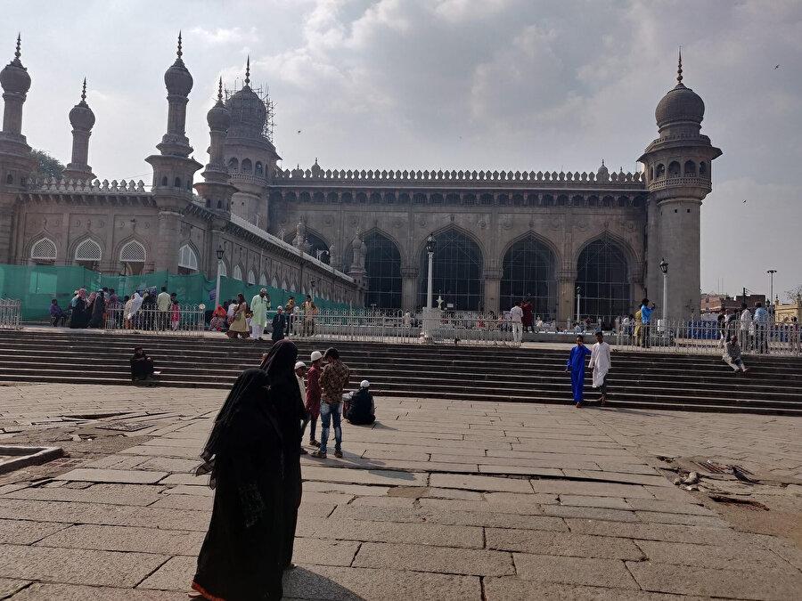 Mekke Mescidi, günümüzde Haydarabad için tarihi, dini ve kültürel bir öneme sahiptir.
