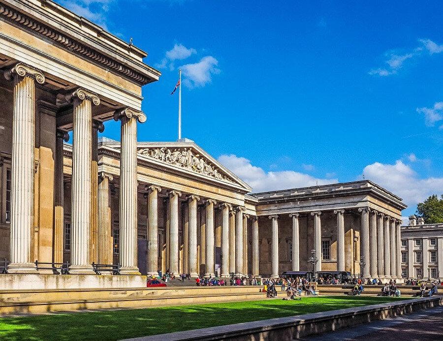 British Museum, İngiltere'nin Londra şehrinde Dünya'nın her yanından getirilen seçkin Antik çağ yapıtları ve etnografya koleksiyonlarını kapsayan müze.