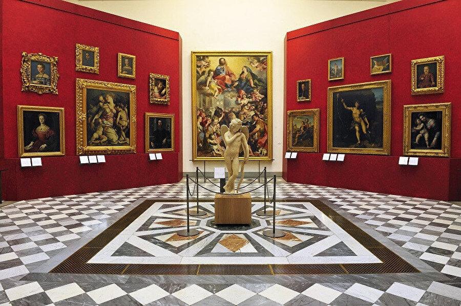 Uffizi Galerisi, Floransa'daki bir saray ya da palazzo, dünyadaki en eski ve en ünlü sanat müzelerinden biridir.