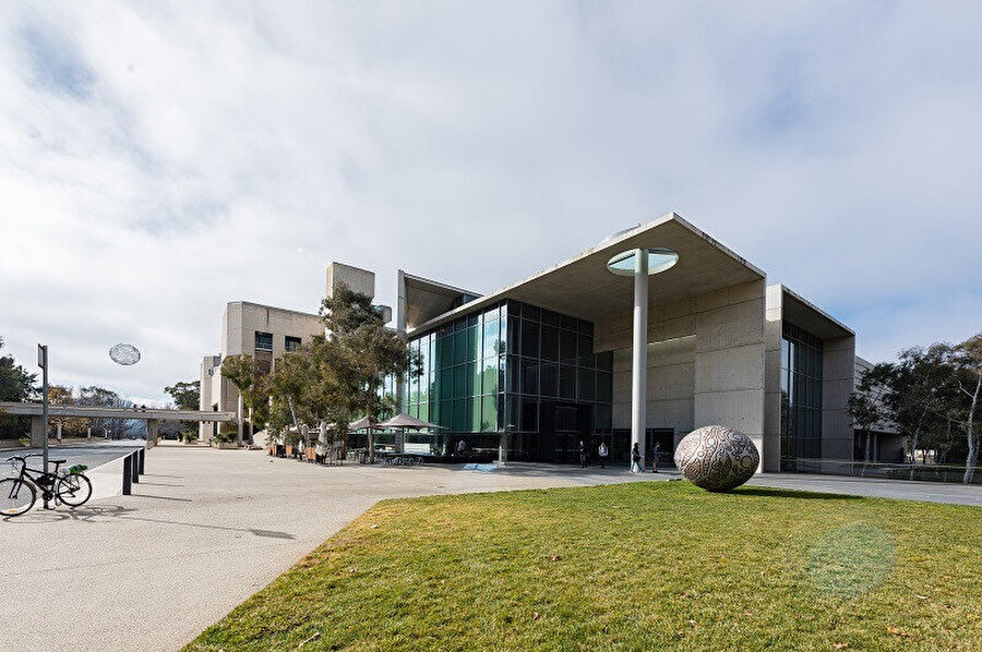 Avustralya Ulusal Galerisi, Avustralya'nin başkenti olan Canberra'da bulunan Avustralya'nin en önemli güzel sanat eserleri müzesi olan bir federal devlet kurumudur.
