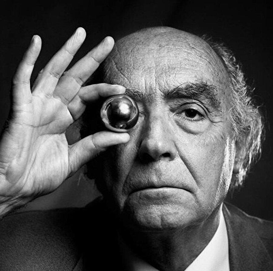 Jose Saramago'nun Mağara romanında kurduğu alışveriş ve yaşam merkezleriyle geleneksel mahallelerin mücadelesini anlatan distopyanın artık sadece distopya olarak görülemeyeceğinin binlerce örneğinden yalnızca bir tanesi.