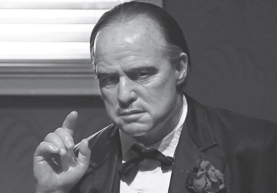 1972'de The Godfather filmiyle aldığı Oscarı reddedecek kadar da asi biriydi.