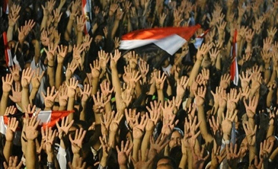 Toplumun her katmanından insanların Rabia Meydanı'nda toplandı.