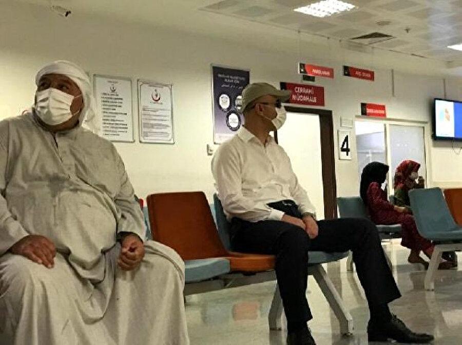Şanlıurfa Valisi Abdullah Erin, tebdili kıyafetle hastaneleri dolaştı