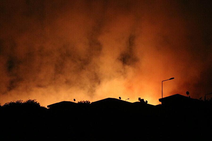 Yangın sitelere kadar ulaştı