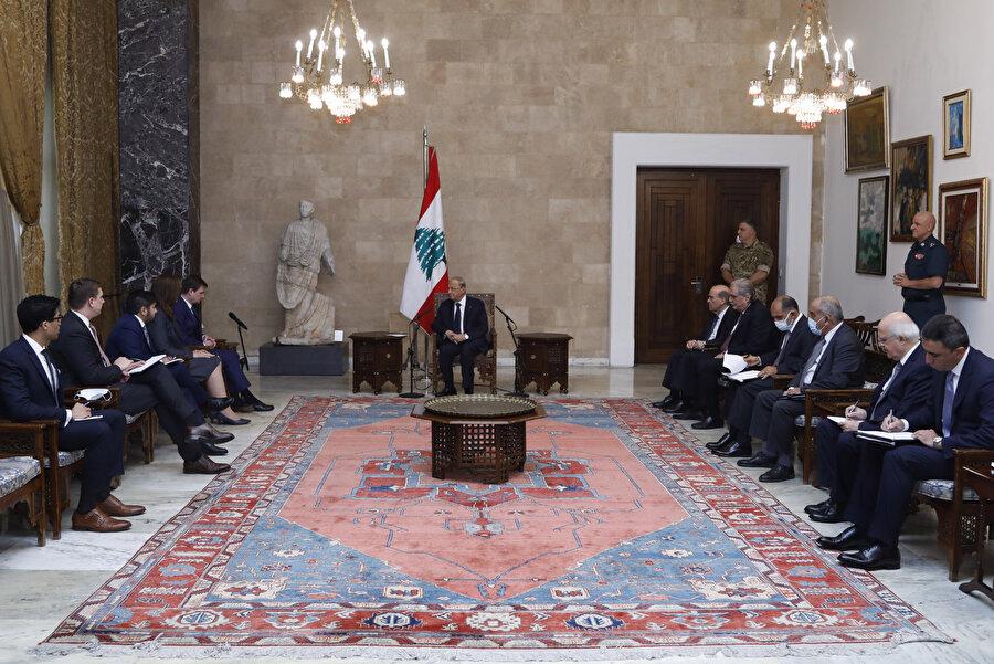 Lübnan siyaseti mezhebi yapı üzerine oturmuştur.
