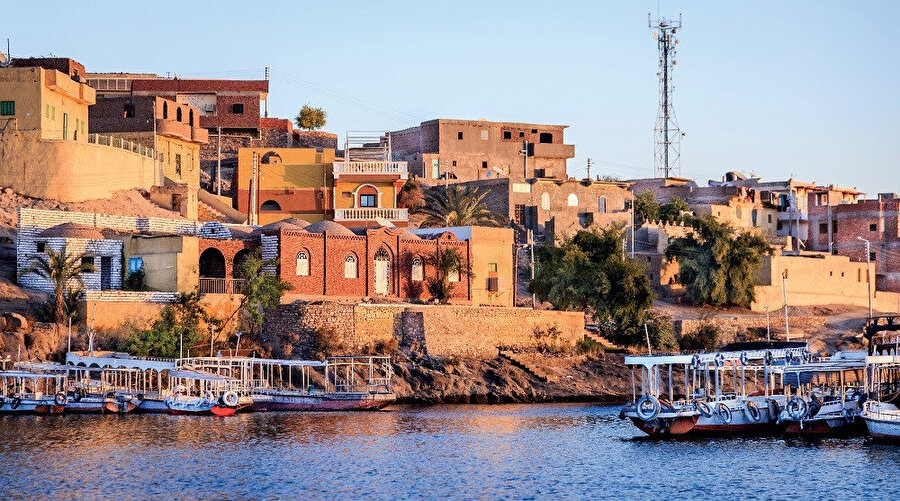 1300 yılı aşkın süredir aynı alanda, aynı adla yer alan kent, Doğu ve Batı'nın, eski ile yeninin gelişigüzel bir bileşimini yansıtır.
