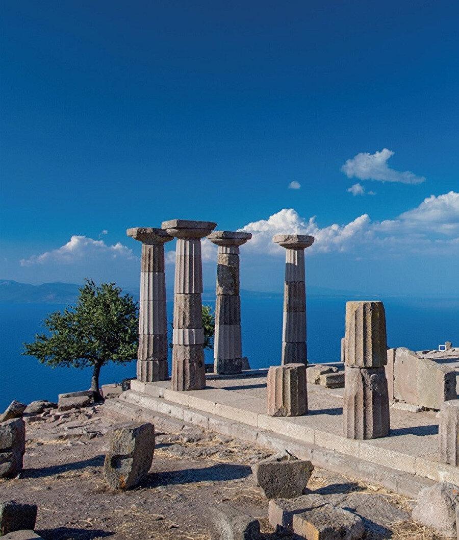 Assos ya da Behramkale, Çanakkale'nin Ayvacık ilçesinin yaklaşık 17 km güneyindeki Behramkale Köyü'nde yer alan bir antik kenttir.