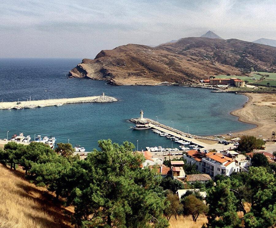 Gökçeada, eski adıyla İmroz, Çanakkale'nin bir ilçesi ve Türkiye'nin en büyük adasıdır.