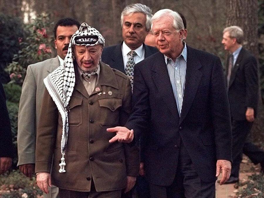 Jimmy Carter ve Yaser Arafat bir arada.
