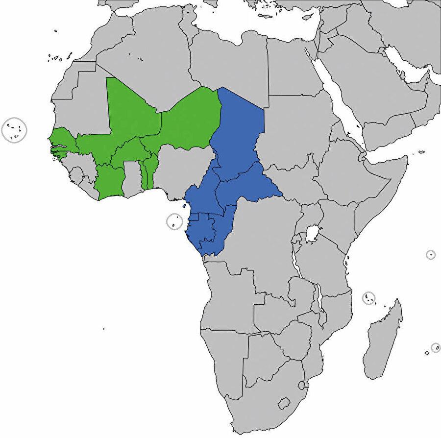 Yeşil renk Batı Afrika Frangı bölgesi, Mavi renk Orta Afrika Frangı bölgesi.