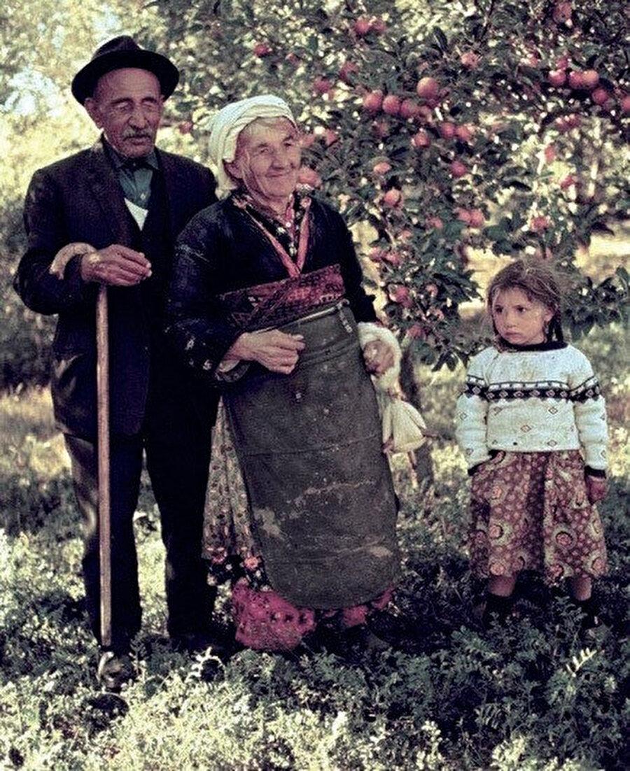 Âşık Veysel Şatıroğlu, 1894 yılında Sivas'ın Şarkışla ilçesine bağlı Sivrialan köyünde dünyaya geldi.