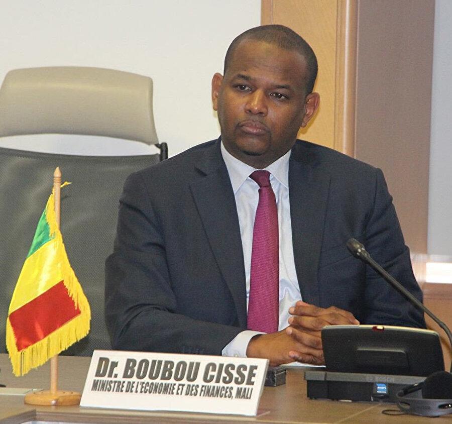 23 Nisan 2019'da Başbakanlık koltuğuna geçen Boubou Cisse de darbeciler tarafından alıkonulan siyasetçilerden.