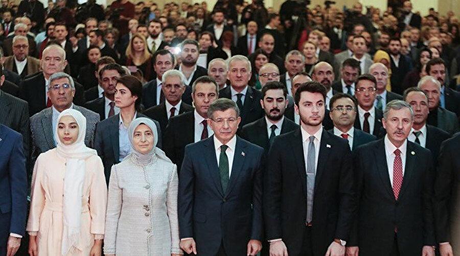 Gelecek Partisi Ankara İl Başkanı Osman Hakan Kılıç ve 7 ilçe başkanı ile birlikte parti üyeliğinden istifa ettiğini açıkladı.