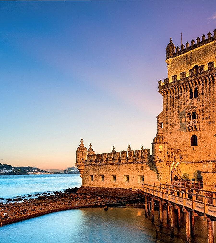 Lizbon bölgesine bağlı Büyük Lizbon altbölgesinin belediyelerinden biridir.