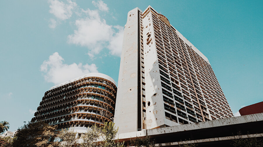 İç savaşın sembolü Holiiday Inn Hotel.