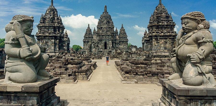 Cava Adası, Endonezya'nın başkenti Cakarta'nın da üzerinde bulunduğu bir adadır.