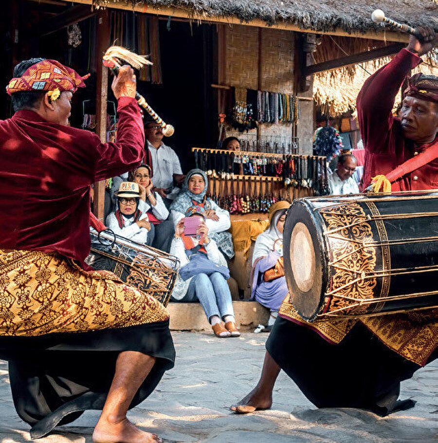 Lombok, Endonezya'nın Batı Nusa Tenggara bölgesinde bir adadır.