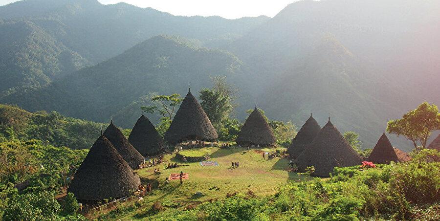 Flores, Endonezya'ya bağlı bir adadır. Küçük Sunda Adaları'na dahildir.
