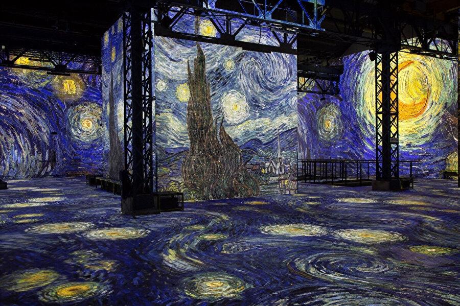 Yıldızlı Gece tablosunun yansıtılmış hali.
