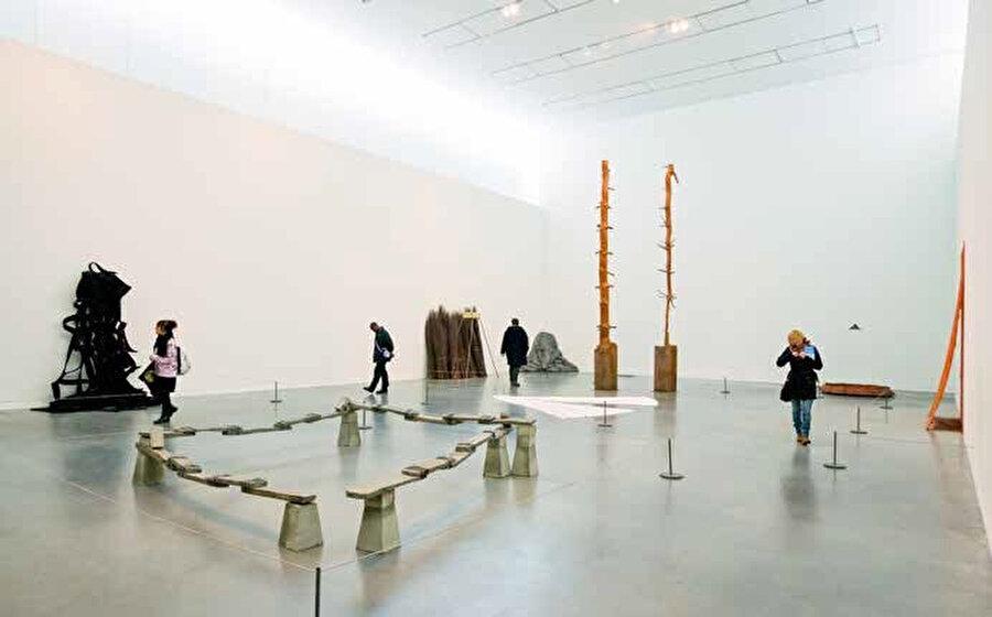 Tate Modern Birleşik Krallık'ın başkenti Londra'da yer alan ulusal ve uluslararası modern sanat eserlerinin sergilendiği bir müzedir.