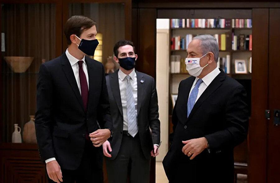 İsrail Başbakanı Binyamin Netanyahu ile ABD Başkanı Donald Trump'ın danışmanı Jared Kushner'in baş başa görüşmesinden.