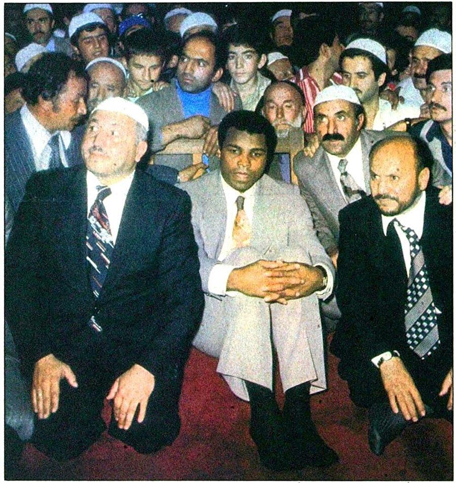 Erbakan, Ali ve Aksay, Sultanahmet Camii'nde cuma namazında...