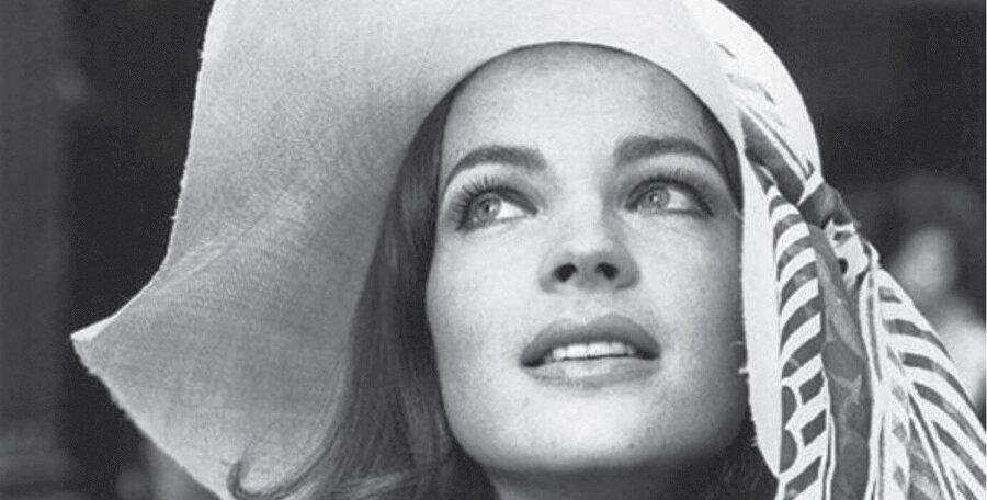 Kariyerine 1950'lerin başında 15 yaşındayken Alman Heimatfilm türünde başladı