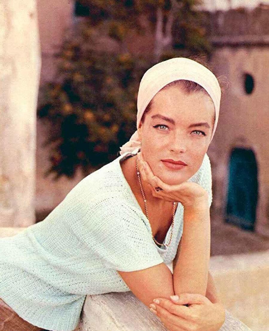 1955'ten 1957'ye kadar Avusturya İmparatoriçesi Elisabeth'in Avusturya karakterini Avusturya Sissi üçlemesinde oynadı ve daha sonra rolünü daha olgun bir versiyonda yeniden canlandırdı.