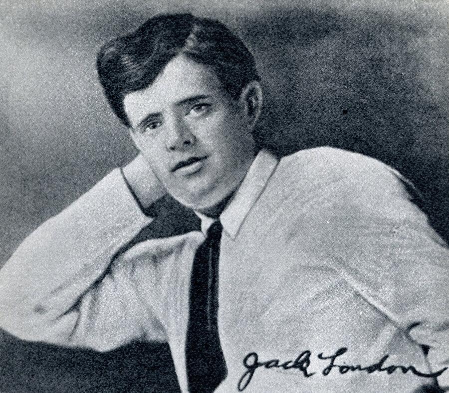 Vahşetin Çağrısı, Martin Eden, Demir Ökçe, Beyaz Diş ve Deniz Kurdu başta olmak üzere elliden fazla kitabın yazarı olan Jack London.