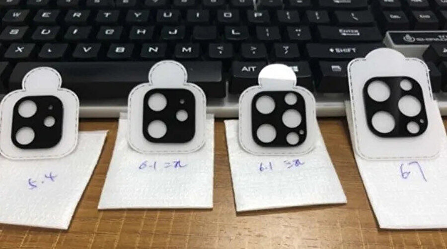 Soldan sağa kamera halkaları iPhone 12, iPhone 12 Max, iPhone 12 Pro, iPhone 12 Pro Max.