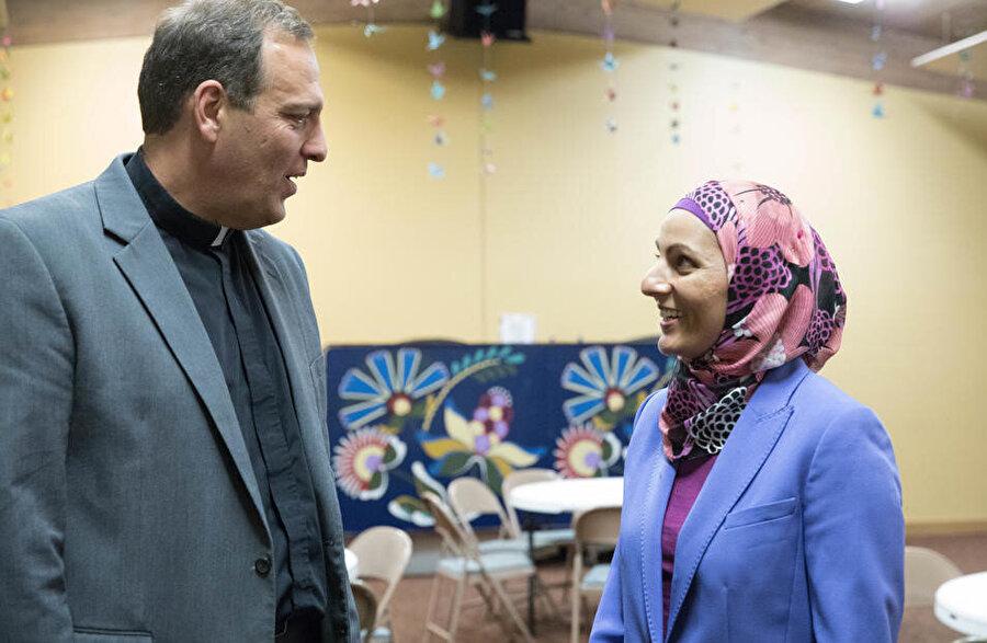 Aneelah Afzali ve Papaz Terry Kyllo