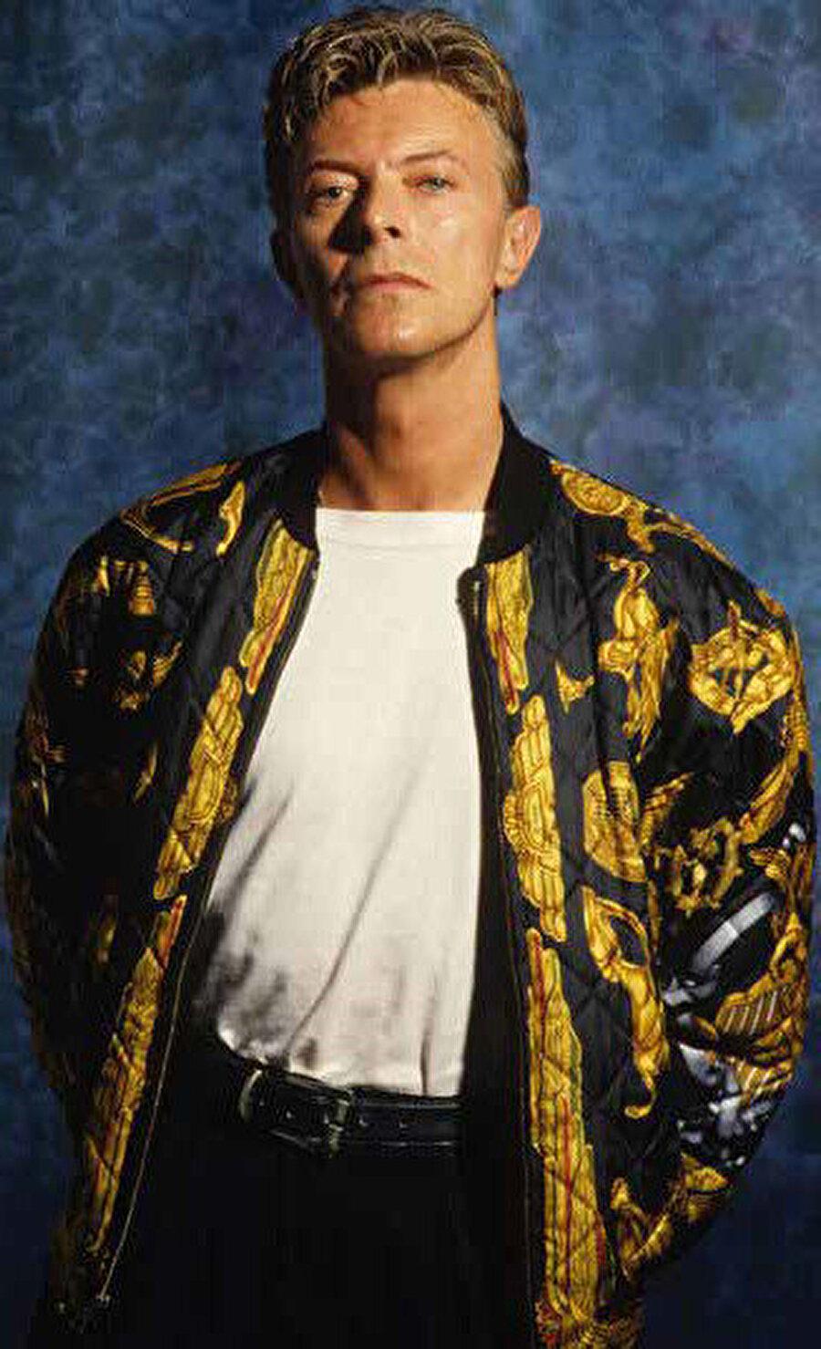 Yaşamı boyunca 140 milyona ulaşan rekor satışları, onu dünyanın en çok satan müzisyenlerinden biri yapmıştır.