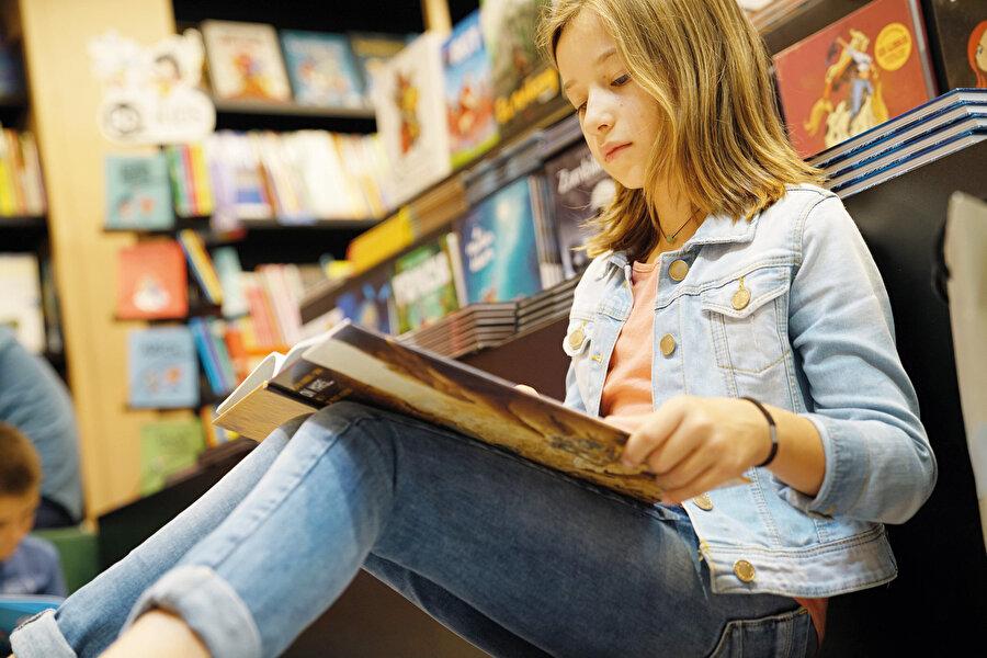 Yetişkinlerin çoğu televizyon ya da diğer medya içeriklerini eğlenme amacıyla kullanırken, çocuklar dünyayı tanımak ve anlamak için kullanır.