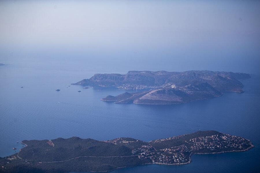 Meis Adası, Yunanistan'ın askeri sevkiyat yaptığı haberleriyle gündeme geldi.