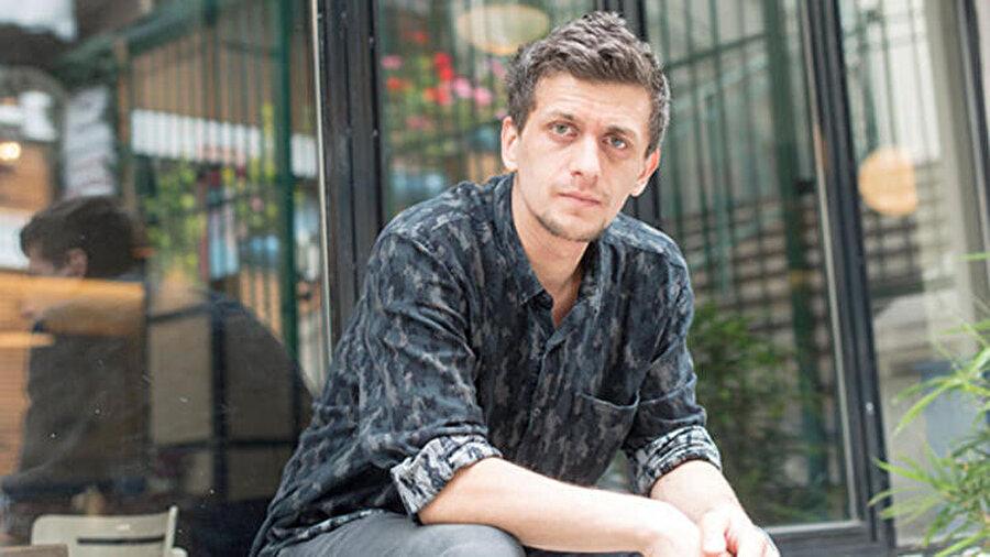 Trabzon Güzel Sanatlar ve Spor Lisesi'nden mezun olup 2005 yılında üniversite dolayısıyla Eskişehir'e gelmiştir.