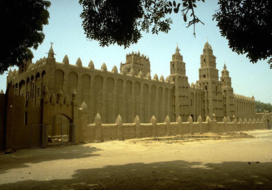 Niono Ulu Camii, Lassina Minta, Mali (1983).