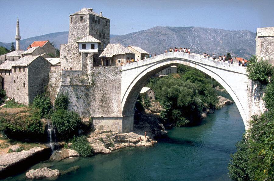 Mostar Eski Kentinin Korunması, Stari Grad Mostar / Dzihad Pasic, Amir Pasic, Mostar, Bosna-Hersek (1986).