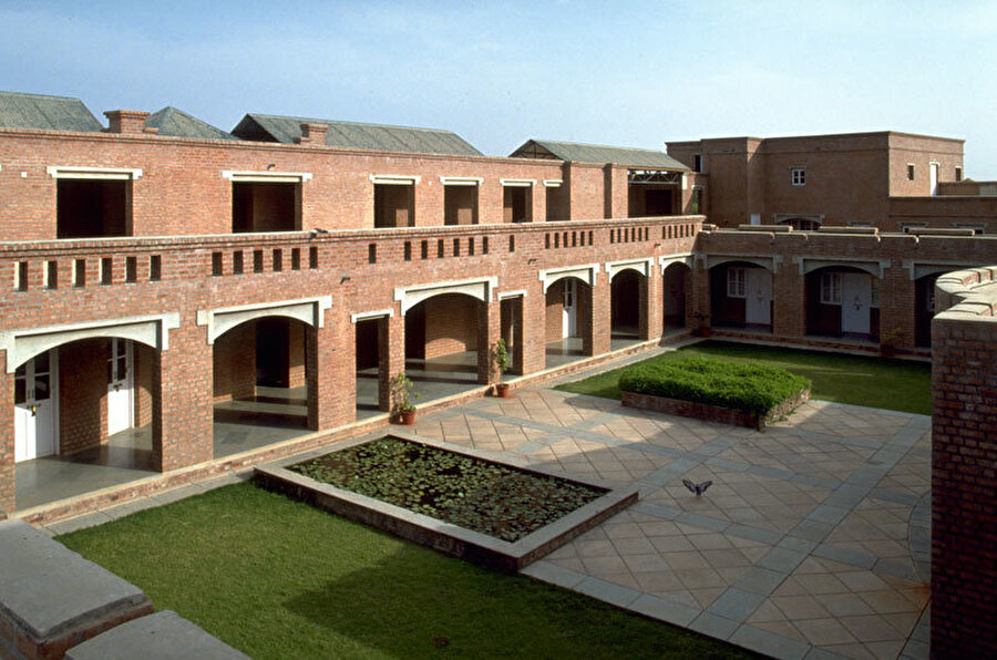 Hindistan Girişimcilik Geliştirme Enstitüsü, Bimal Hasmukh Patel, Ahmedabad, Hindistan (1992).