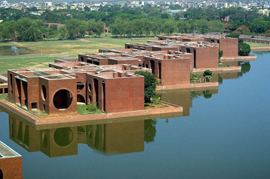 Ulusal Meclis Binası, Louis I. Kahn, Dakka, Bangladeş (1989).