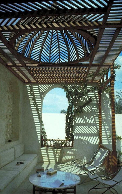 Akil Sami Evi avlusunda yer alan geleneksel ahşap kafesle örtülü alan.