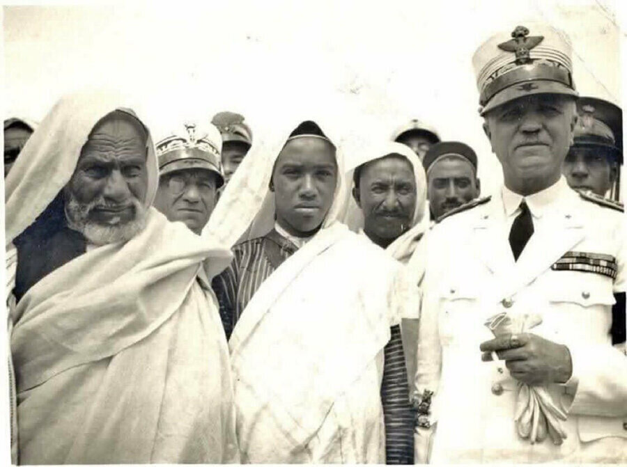 İtalyanlara karşı direnişin sembolü Ömer Muhtar. (en solda)
