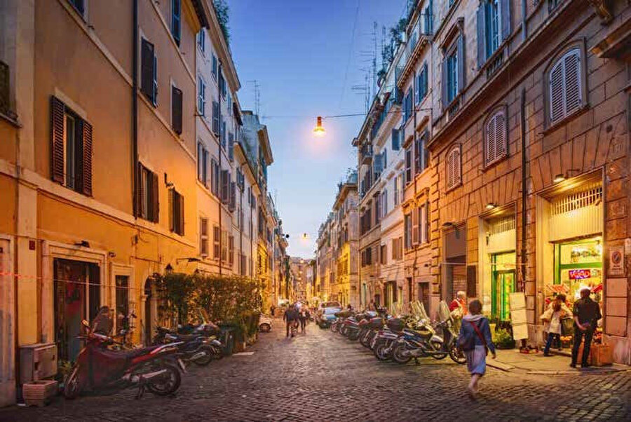 Roma, İtalya'nın, Lazio bölgesinin ve aynı zamanda Roma ilinin başkentidir.