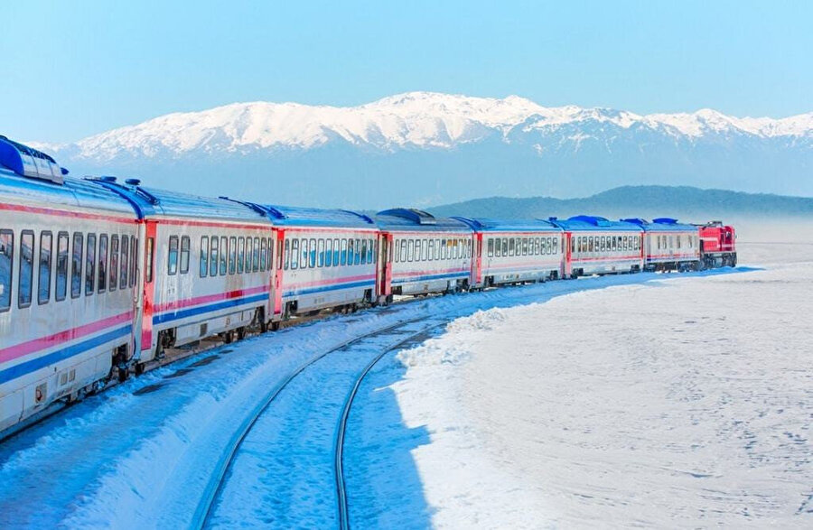 Doğu Ekspresi, Ankara ile Kars arasında sefer yapan ve Kırıkkale-Kayseri-Sivas-Erzincan-Erzurum illerinden geçerek Kars'a ulaşan TCDD Taşımacılık trenidir.