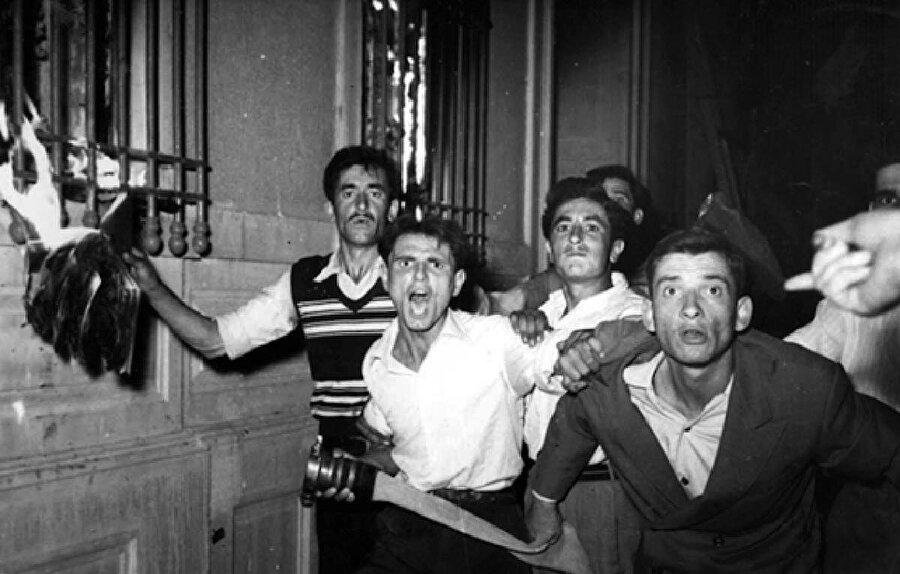 6 Eylül 1955'teki saldırıların MAH tarafından organize edilmiş olduğunu anlatmıştır