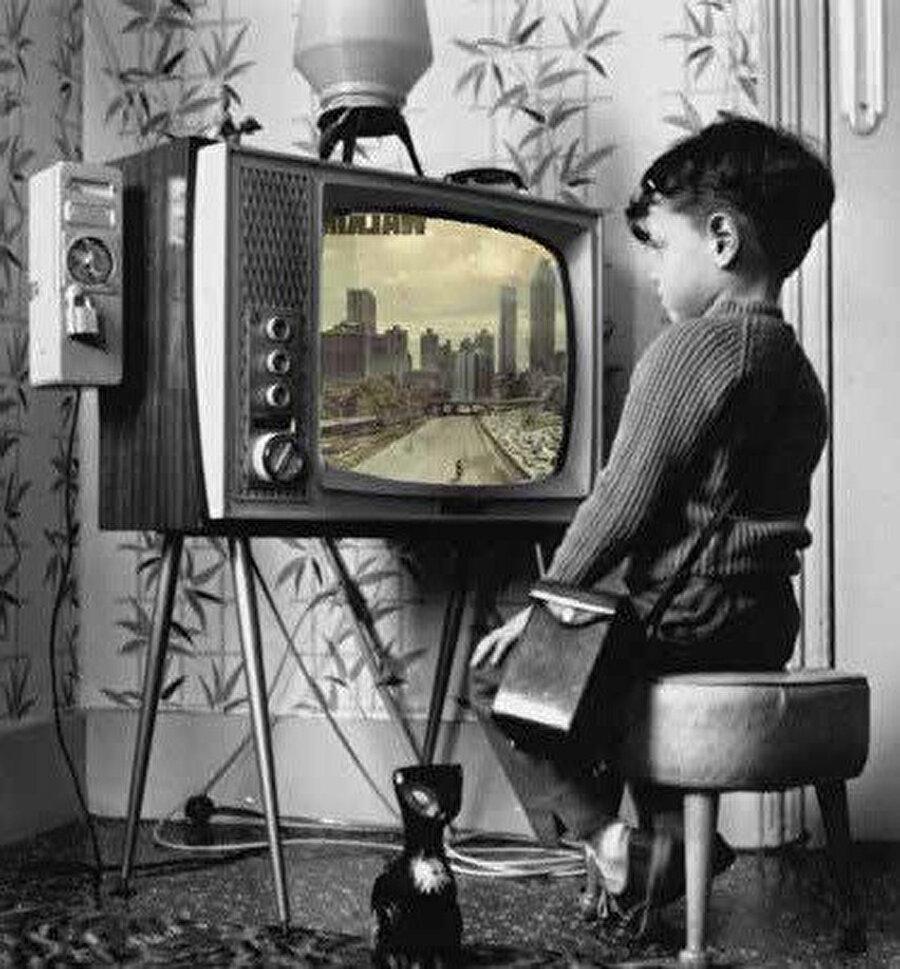 Televizyon 1923 yılında, John Logie Baird tarafından Birleşik Krallık'ın Hastings kasabasında icat edilmiştir.