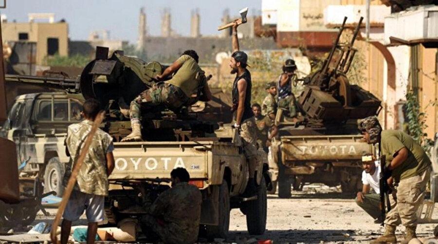 Şebbihalar 2011 yılında başlayan barışçıl gösterileri bastırmak için Esed rejimi tarafından kuruldu.