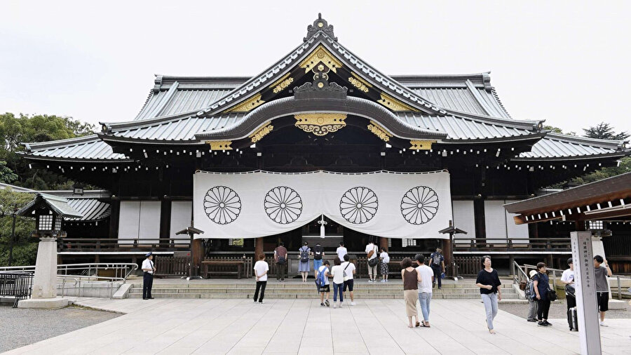 Yasukini Tapınağı, Şinto dinine ait bir tapınak ve Tokyo'da bulunuyor