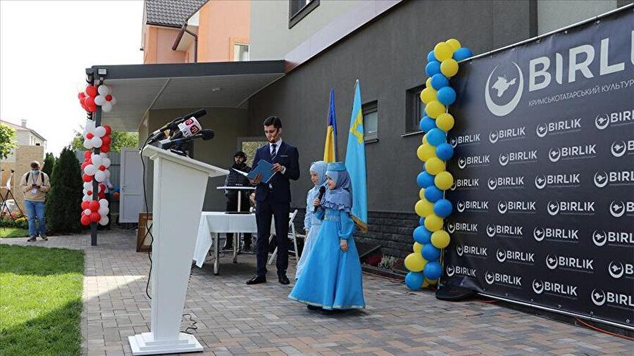 Kırım'ın ilhakından sonra yaklaşık 25-30 bin Kırım Tatarı'nın vatanlarını terk edip Ukrayna ana toprağına geçmek zorunda kaldı.