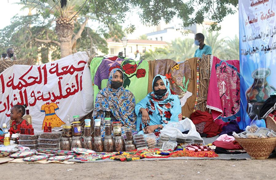 Tebu Kültür Festivaline katılan Tebulu kadınlar.
